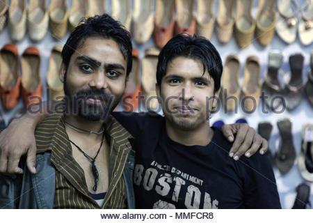 Punjabi schuh Anbieter stellen auf ihren Schuh stall während des 10. Nationalen Expo der Güter in der Sikkimese Stadt von Gangtok gehalten wird. Während der Expo Vend - Stockfoto