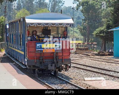 Ooty, Indien -, 4. März 2018: der Bahn auf der Nilgiri Mountain Railway von Coonoor - Stockfoto