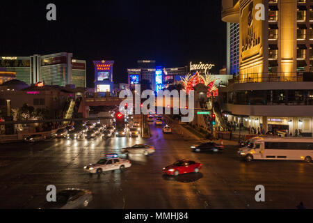 Nacht Szene von Las Vegas Boulevard bei Nacht auf dem Las Vegas Strip im Paradies, Nevada - Stockfoto
