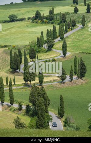 Europa, Italien, Toskana, Monticello, geschwungene Straße saubere Stadt - Stockfoto