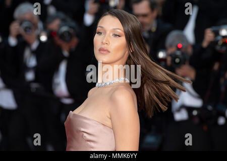 Cannes, Frankreich. 11. Mai 2018. Bella Hadid sorgt sich das Screening von 'Ash ist die reinste Weiß (Jiang Hu Er Nv)' während der 71st jährlichen Filmfestspiele von Cannes im Palais des Festivals am 11. Mai 2018 in Cannes, Frankreich Quelle: BTWImages/Alamy leben Nachrichten - Stockfoto