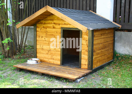Hund Hütte im Garten