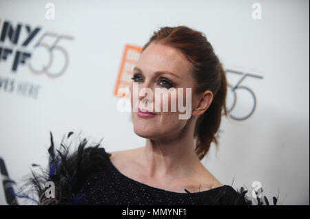 "NEW YORK, NY - 07. Oktober: Julianne Moore nimmt an der 55th New York Film Festival ""überrascht"" Premiere in der Alice Tully Hall am 7. Oktober 2017 in New York City. Personen: Julianne Moore - Stockfoto"