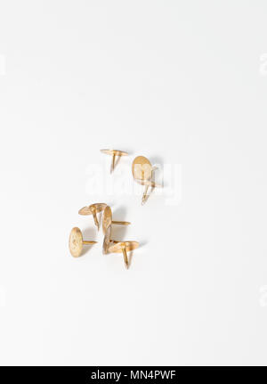 Goldene Reißnägel - Stockfoto