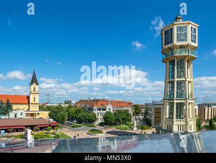 Stadt Siófok ist eines der beliebtesten Urlaubsländer. Ungarn rufen oft die Stadt als Hauptstadt des Balaton. Alte hölzerne Wasserturm am City Center - Stockfoto