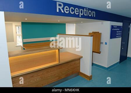 In einem verlassenen NHS Warteraum und Ärzte Chirurgie - Stockfoto