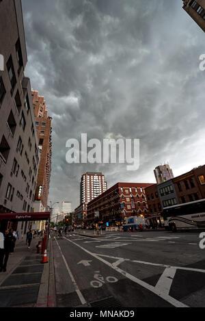 New York, USA. Mai 15, 2017 - New York, USA: eine Linie der schwere Stürme fegten durch das New York Gebiet. Quelle: Stefan K/Alamy leben Nachrichten - Stockfoto