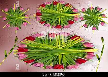 blumen tattoo rote rose lilie und hibiskus auf frau arm und r cken stockfoto bild 60291059. Black Bedroom Furniture Sets. Home Design Ideas