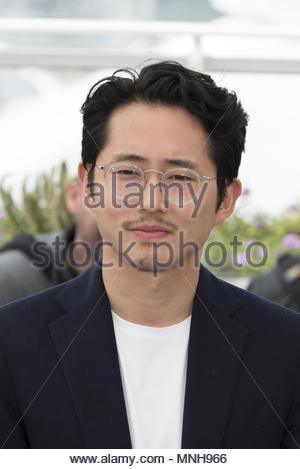 """Cannes, Frankreich. 17 Mai, 2018. Schauspieler Steven Yeun besucht das Fotoshooting für """"Burning"""" im Palais des Festivals während der 71st jährlichen Filmfestspiele von Cannes am 17. Mai 2018. Copyright (c) Credit: CrowdSpark/Alamy leben Nachrichten - Stockfoto"""