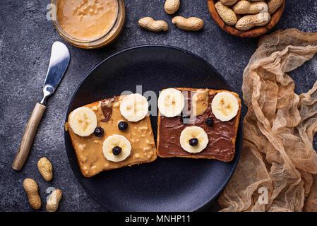 Sandwiches mit Erdnussbutter in Form von Bear - Stockfoto
