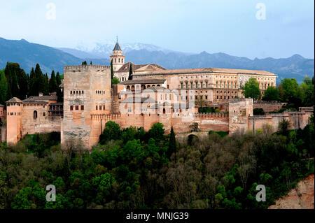 Die Alhambra im spanischen Granada wurde von den Mauren in einer imposanten Islamischen Stil der Architektur gebaut und ist ein Weltkulturerbe. - Stockfoto