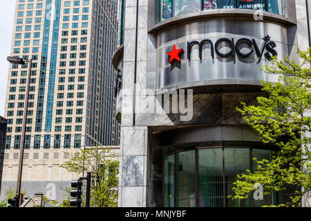 Chicago - ca. Mai 2018: Macy's Department Store. Macy's, Inc. ist einer der Nation Premier Omnichannel Einzelhändler III - Stockfoto