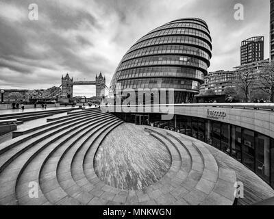 Rathaus, und die Schaufel Amphitheater im Freien. Southwark, am Südufer der Themse., London, Großbritannien. - Stockfoto