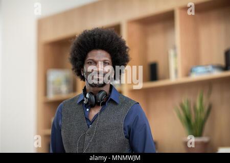 Portrait von Geschäftsmann in kreative Büro - Stockfoto