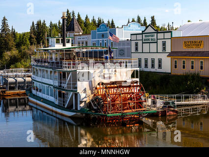 Tretboot Discovery II vertäut am Ufer des Chena River in der Nähe von Fairbanks in Alaska - Stockfoto