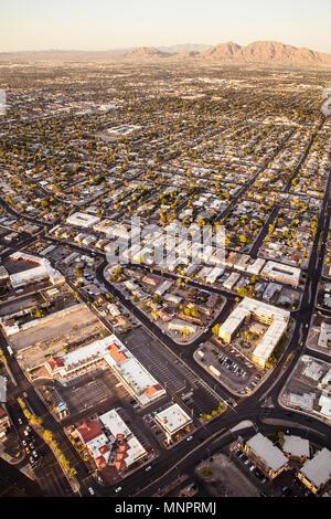 Luftaufnahme über Stadt-, Vorort Gemeinschaften von Las Vegas Nevada mit Straßen, Dächer und Wohnungen - Stockfoto