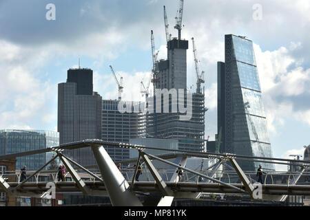 Neben dem Leadenhall Building und NatWest Tower wegen Bauarbeiten am 22 Bishopsgate, früher bekannt als die Pinnacle bekannt. Aufgrund der höchsten Sk. - Stockfoto