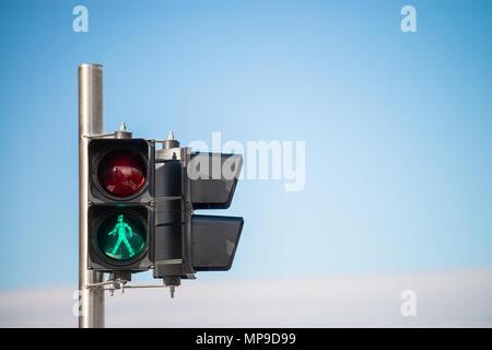 Grünes Licht Signal für Fußgänger Kreuzung in Glenelg, South Australia zu übergeben - Stockfoto