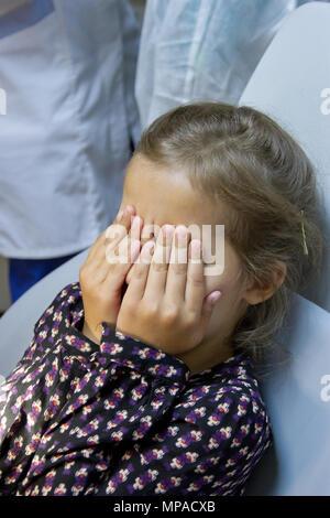 Verängstigten Mädchen an Zahnarzt - Stockfoto
