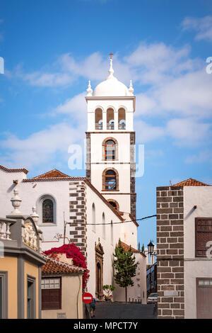 Garachico, Teneriffa, Spanien - Dezember 6, 2017: Ansicht des 16. Jahrhunderts Mutter Kirche Santa Ana. - Stockfoto