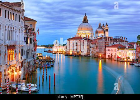 Canal grande in der Nacht in Venedig, Italien