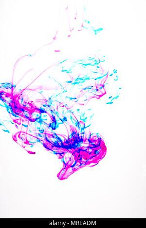 Verschiedene Farben von Tinte breitet sich in Wasser - Stockfoto