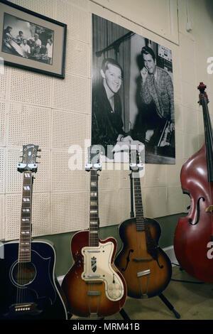 Gitarren und schwarz-weiß Fotos, die in der Sun Studio. Memphis Tennessee, USA - Stockfoto