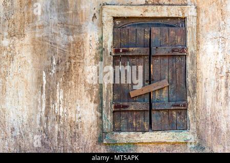 Alte Holz- Fenster der abgebrochenen buildig - Stockfoto