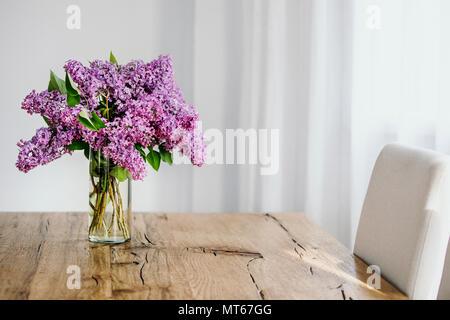 romantischer garten rustikale stuhl im hause blumengarten von rosa und rot mit 2 h te seine. Black Bedroom Furniture Sets. Home Design Ideas