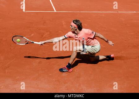 Paris, Frankreich. 28 Mai, 2018. Alexander Zverev von Deutschland während sein zweites Einzel am Tag 4 in 2018 French Open in Roland Garros. Credit: Frank Molter/Alamy leben Nachrichten