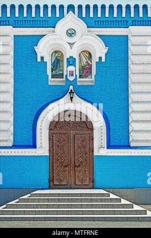 Geschlossen Metall geschmiedete Tür innerhalb der Orthodoxen Kirche führenden - Stockfoto