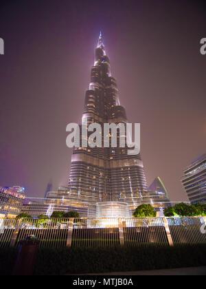 Dubai, VAE - 15. Mai 2018: Burj Khalifa in den späten Abend. - Stockfoto