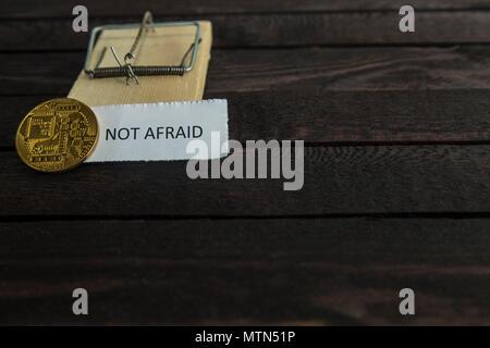 Maus trap, Rückseite der bitcoin und das Wort keine Angst - Stockfoto