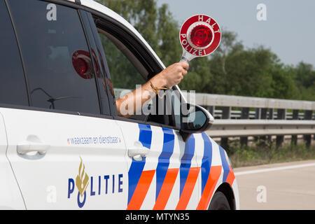 deutsche polizei schild an einem streifenwagen polizei stockfoto bild 158196197 alamy. Black Bedroom Furniture Sets. Home Design Ideas