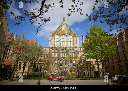 Universität Manchester Beyer Gebäude im alten Viereck traditionelle ältere Sandsteingebäude - Stockfoto