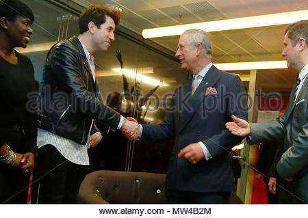 Foto vom 11/02/14 des Prinzen von Wales treffen, als Nick Grimshaw Grimshaw hat angekündigt, dass er unten vom Hosting der BBC Radio 1 Frühstück im September wird Schritt. - Stockfoto