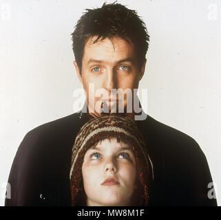 Über einen Jungen 2002 Universal Pictures Film mit Hugh Grant (oben) und Nicholas Hoult - Stockfoto