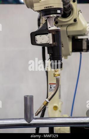 Roboterschweißen ist Standby Modus in der Lehre - Stockfoto