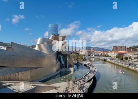 Guggenheim Bilbao. Das Guggenheim Museum und Fluss Nervion, Bilbao, Baskenland, Spanien - Stockfoto