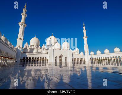Sheikh Zayed bin Sultan Al Nahyan Moschee, Abu Dhabi, Vereinigte Arabische Emirate, Naher Osten - Stockfoto