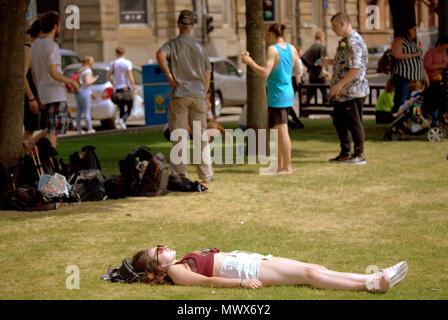 Glasgow, Schottland, Großbritannien, 2. Juni 2018. UK Wetter: Sonnig Sommer Wetter bevor Vorhersagen der Regen wie in der Stadt können Einheimische, Touristen und Taps aff Sommerwetter. Gerard Fähre / alamy Nachrichten - Stockfoto