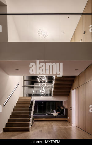 Moderne Einrichtung Mit Hellen Wanden Und Eine Treppe Mit Stufen Aus