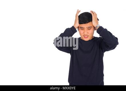 Das Foto eines Mannes im schwarzen T-Shirt ist Gefühl, Schmerz, Kopfschmerzen oder Migräne. - Stockfoto