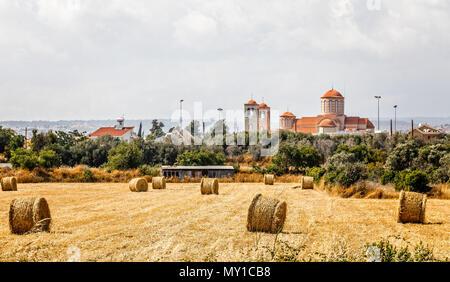 Agious Charalambos Kirche mit Heuballen im Vordergrund, Limassol, Zypern - Stockfoto