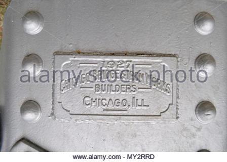 Gusseiserne Plakette. Longton Wasserturm, Longton Kansas. Wasserturm Gedenktafel. Chicago Bridge & Iron Works, Chicago, Illinois. Metall Nietköpfe. Nieten UNS - Stockfoto