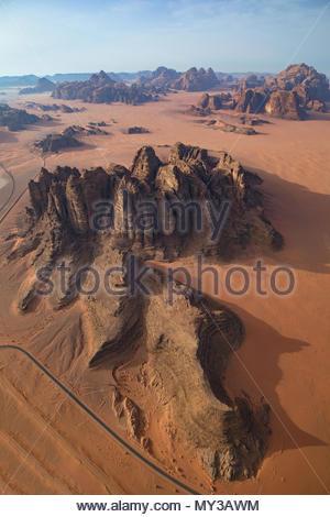 Wadi Rum Wüste Luftaufnahme - Stockfoto