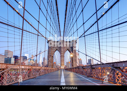 New York, Brooklyn-Brücke bei Nigth, USA - Stockfoto