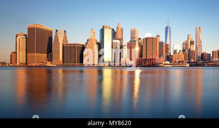 New York Skyline bei Sonnenaufgang, niemand, USA - Stockfoto