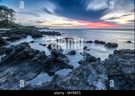 Sonnenuntergang an der Anaehoomalu Beach in Big Island, Hawaii - Stockfoto