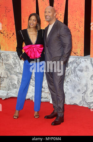 April 11, 2018 - Naomie Harris und Dwayne Johnson an Rampage europäische Premiere im Cineworld Leicester Square in London, England, Großbritannien - Stockfoto